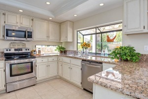 home staging in kitchen