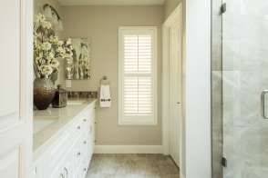 Beautifully done remodel of a master bath of Casta del Sol home in Mission Viejo. Added storage.