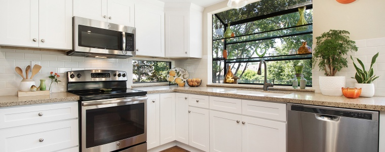 UPdated Kitchen with Stainless Appliances